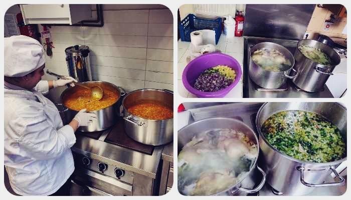 Εργαζόμενοι των Παιδικών Σταθμών Δήμου Κηφισιάς ετοιμάζουν γεύματα για το κοινωνικό συσσίτιο