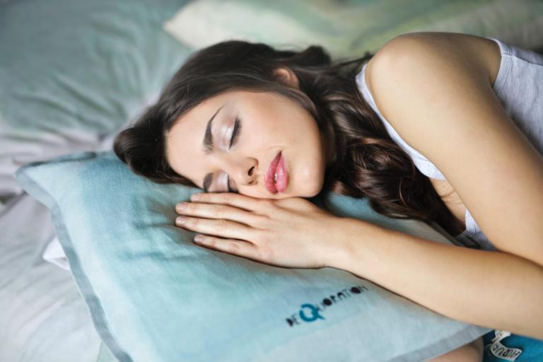 Εσύ πόσες ώρες κοιμάσαι την ημέρα; Γιατί ο ο σύντομος ύπνος οδηγεί σε σύντομη ζωή