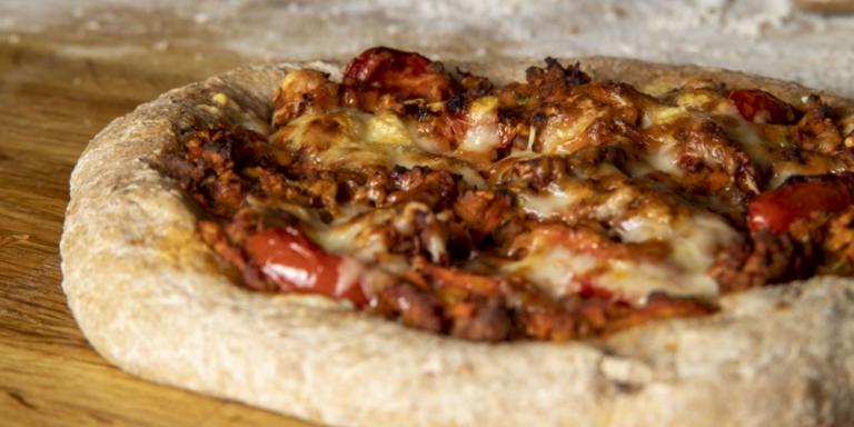 Η συνταγή της ημέρας: Πίτσα με κιμά από τον Κυριάκο Μελά