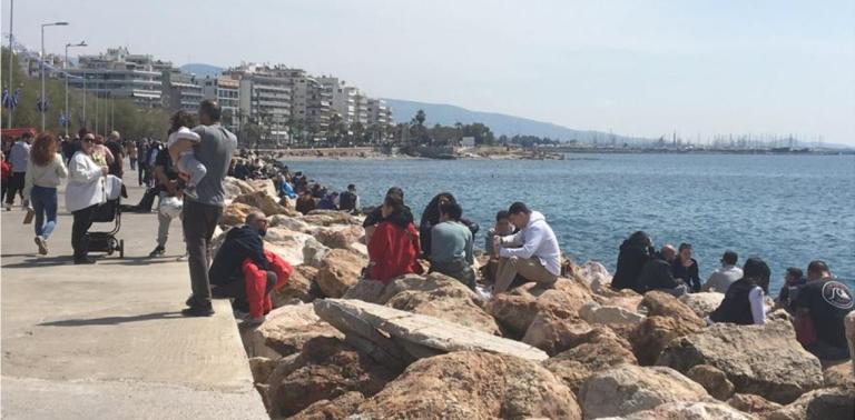 Lockdown: Mε σύμμαχο τον καλό καιρό οι Αθηναίοι βγήκαν στους δρόμους