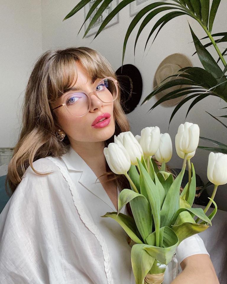15 υπέροχοι συνδυασμοί από μια Γαλλίδα influencer με θεϊκό στυλ